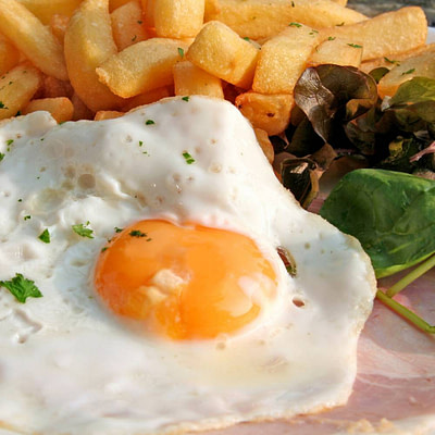 Scrumpy Glazed Ham, Egg and Chips